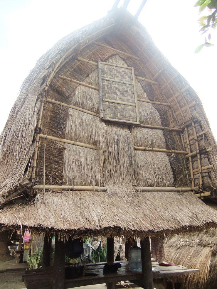 Rice_barn_Traditional_Sasak_Village_Sade